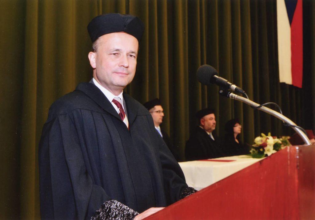Dr. Miroslav Pavlák